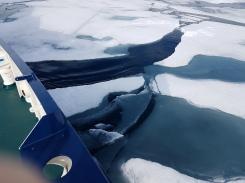 La glace se brise à notre passage